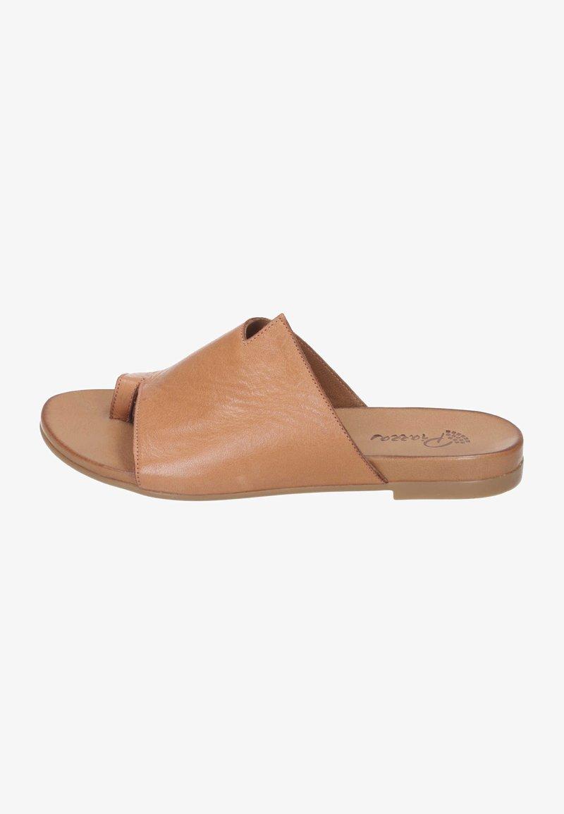 Piazza - T-bar sandals - coconut