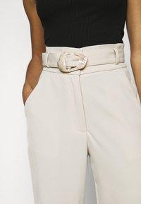 Fashion Union Petite - ELLORA TROUSER - Trousers - cream - 4