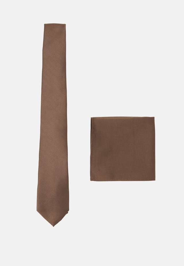 SET - Tie - brown