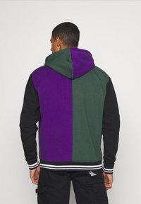 Karl Kani - VARSITY BLOCK HOODIE UNISEX  - Sweatshirt - darkgreen - 2