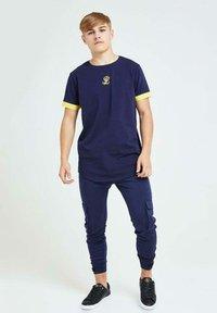 Illusive London Juniors - Cargo trousers - navy gold & yellow - 1