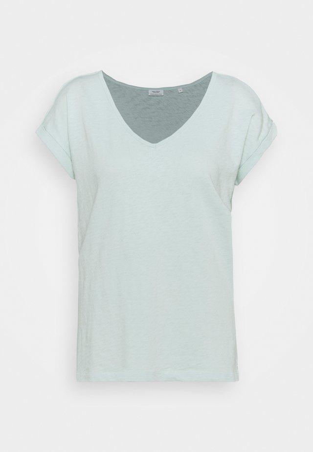 SHORT SLEEVE V NECK - T-shirt basic - blue glow