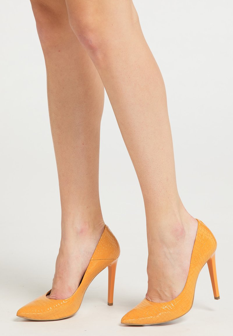 faina - High heels - orange