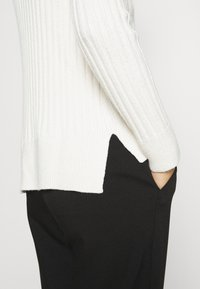 Banana Republic - DOORBUSTER CREW CABLE - Jumper - ivory - 4