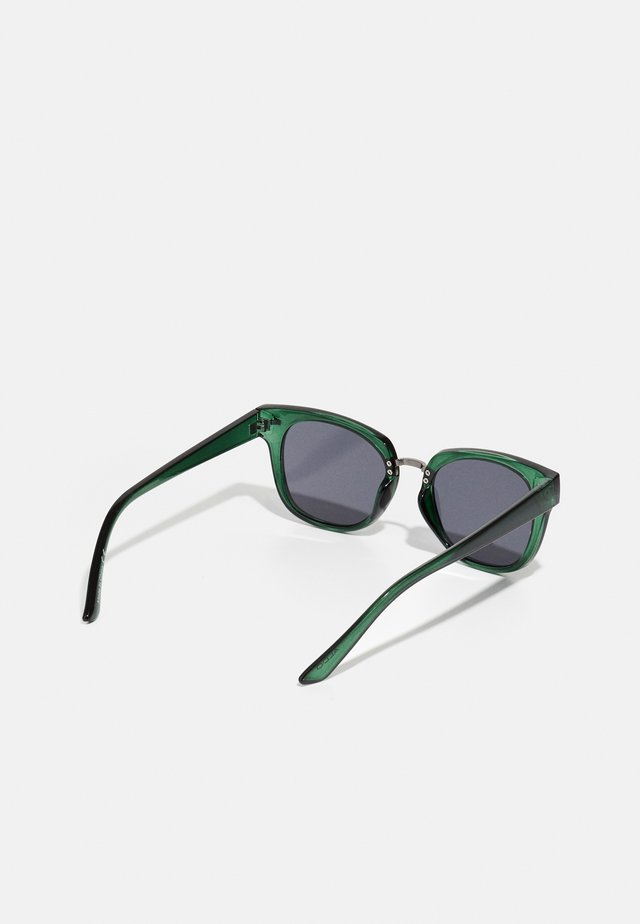 GAERWEN - Sunglasses - crystal forest green/gunmetal/smoke