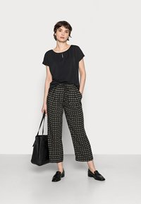 Opus - MAHOLA ABSTRACT - Trousers - soft moss - 1