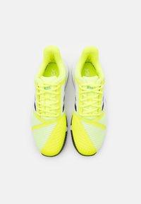 adidas Performance - COURTJAM BOUNCE - Chaussures de tennis toutes surfaces - solar yellow/core black/hazy sky - 3