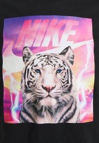 Nike Sportswear - T-shirt med print - black - 2