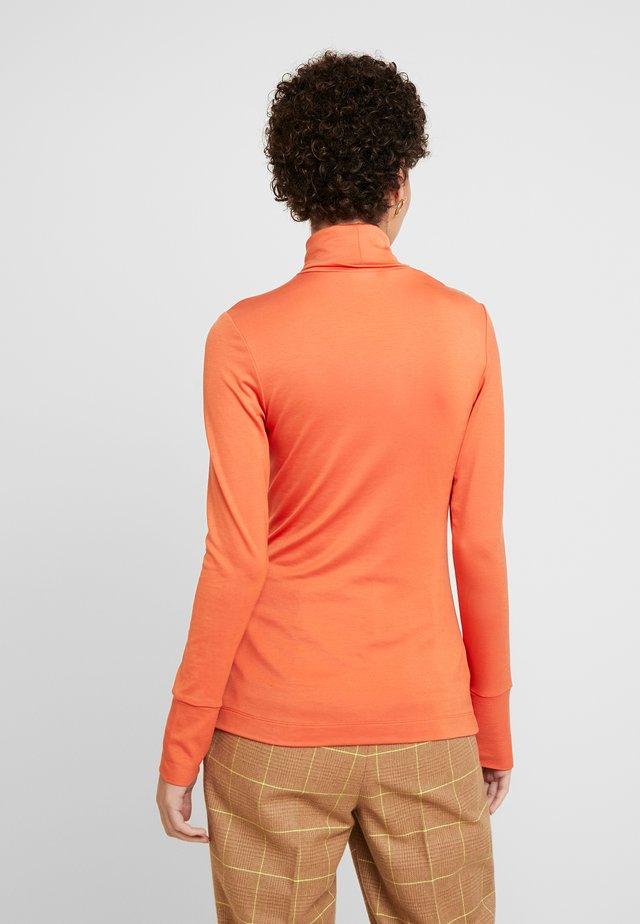 LONG SLEEVE TURTLE NECK - Langærmede T-shirts - flash orange