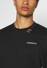 adidas Originals - GOOFY TEE - Print T-shirt - black/white - 3