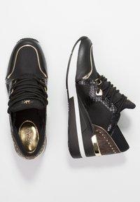 MICHAEL Michael Kors - LIV TRAINER - Sneakers laag - black/brown - 3
