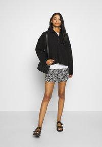 Le Temps Des Cerises - IRIS - Shorts - black - 1
