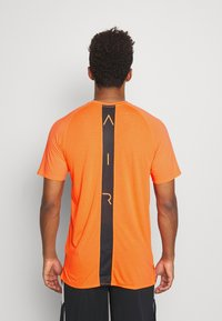 Jordan - AIR - Print T-shirt - total orange/black - 2