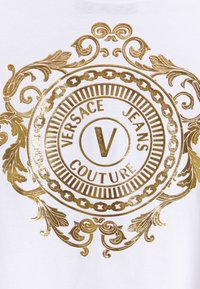 Versace Jeans Couture - Print T-shirt - optical white/gold - 6