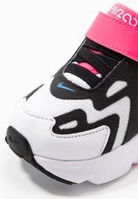 Nike Sportswear - AIR MAX 200 - Zapatillas - white/black/hyper pink/photo blue - 2