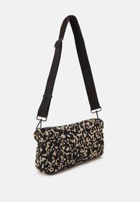 Marc Cain - SATCHEL BAG - Handbag - kangaroo - 3