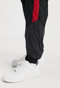 Jordan - DIAMOND CEMENT PANT - Verryttelyhousut - black/gym red - 5