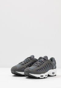 Nike Sportswear - AIR MAX TAILWIND IV - Matalavartiset tennarit - iron grey/cerulean/black/white - 2