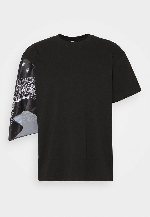 UNISEX BANDANA SLEEVE TEE - T-shirt imprimé - black