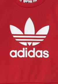 adidas Originals - CREW SET UNISEX - Survêtement - scarlet/white - 3