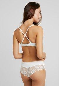 Esprit - MACKAY CLASSIC - Push-up bra - off white - 3