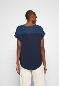 Desigual - DETROIT - Print T-shirt - marino - 2