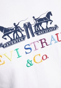 Levi's® - 2 HORSE GRAPHIC TEE - Print T-shirt -  white - 5