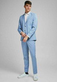 Jack & Jones PREMIUM - SLIM FIT - Blazer jacket - chambray blue - 3