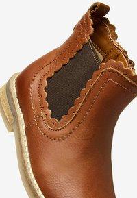 Next - CHELSEA SCALLOP  - Korte laarzen - brown - 4
