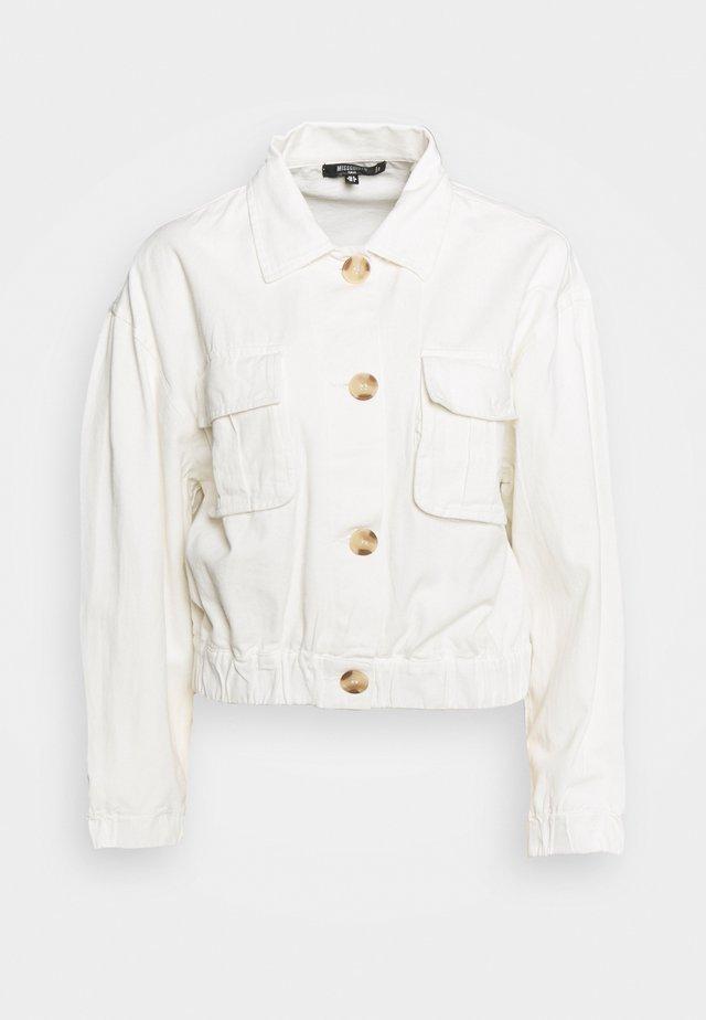 UTILITY POCKET SHACKET - Veste en jean - white