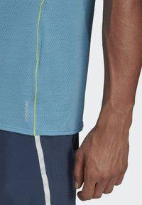 adidas Performance - SUPERNOVA PRIMEGREEN RUNNING SHORT SLEEVE TEE - T-shirt - bas - blue - 2