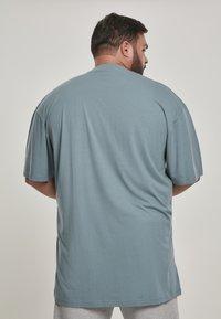 Urban Classics - T-shirt - bas - dusty blue - 2