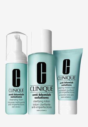 ANTI-BLEMISH SOLUTIONS 3-PHASE SYSTEM CARE - Set de soins du visage - -