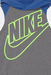 Nike Sportswear - NIGHT GAMES MUSCLE SET - Top - game royal - 3