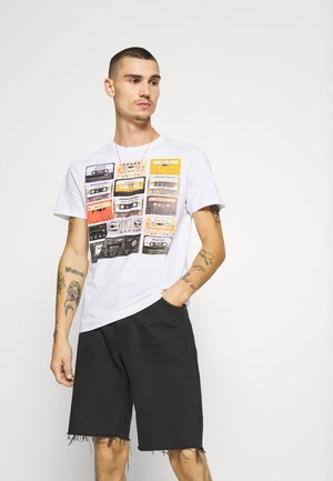 DECADE - T-shirt med print - white