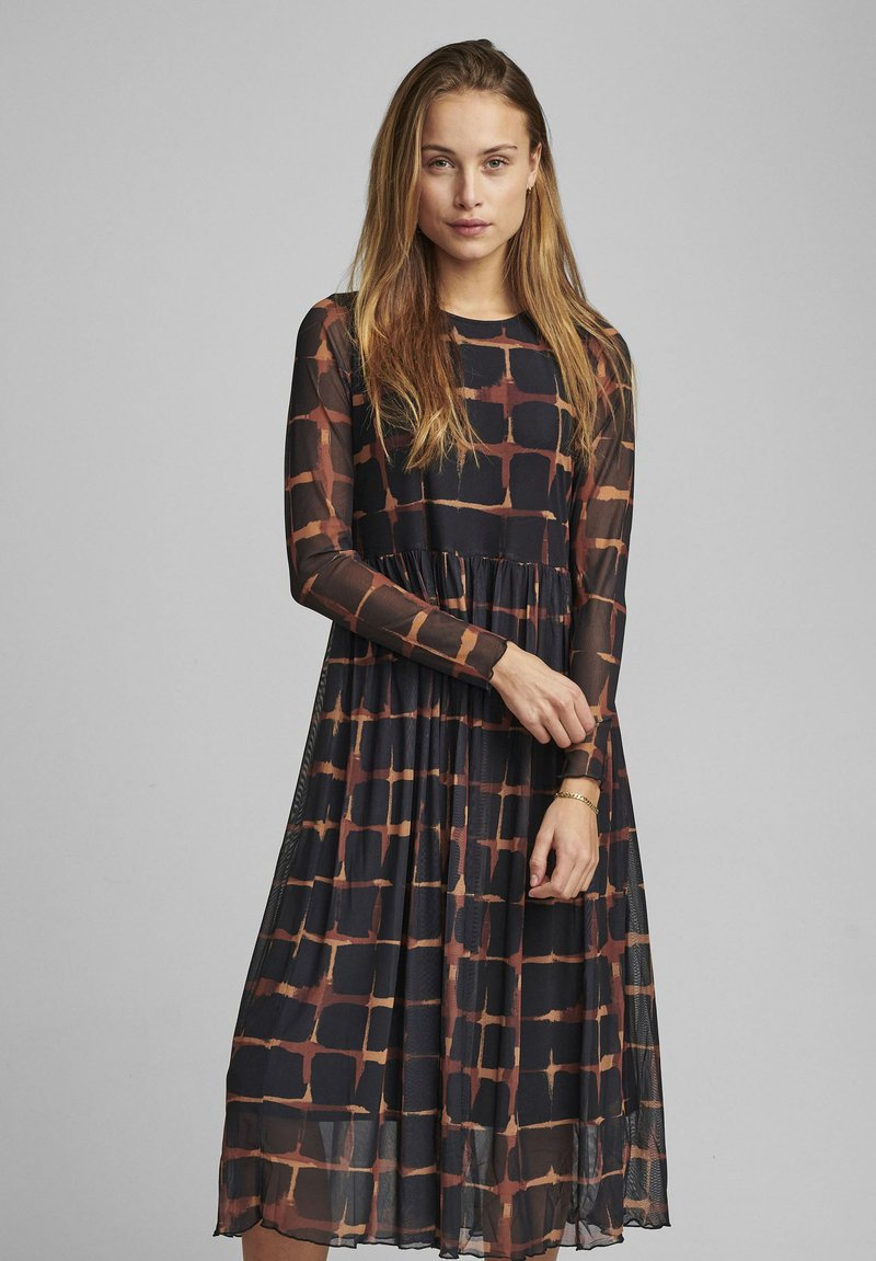 Nümph - NUFREJA DRESS - Denní šaty - schwarz