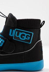 UGG - TABOR - Kotníkové boty - black - 2