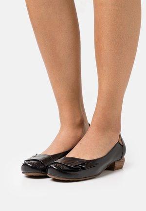 Tacones - spoletto black
