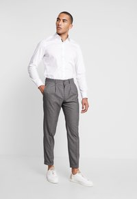 Isaac Dewhirst - STAND ALONE CHECK - Suit trousers - grey - 1