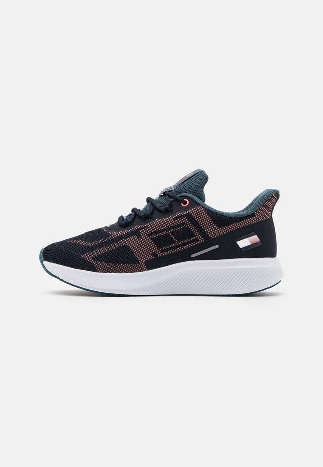 PRO 1 WOMEN - Neutral running shoes - blue