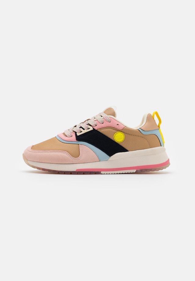 VIVI - Sneakers laag - tan/multicolor