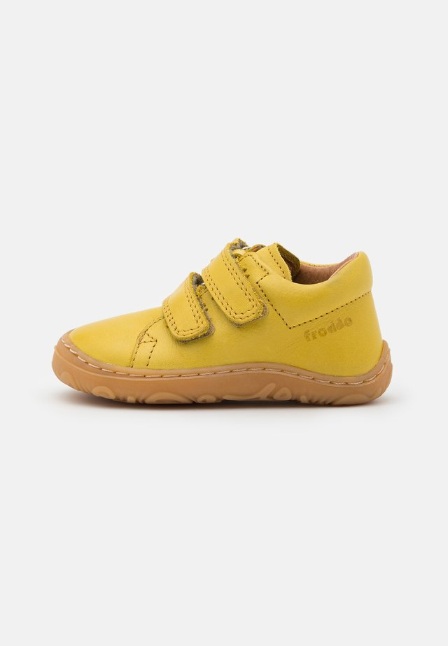 MINNI UNISEX - Sko med burretape - yellow