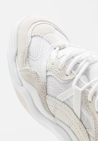 Vans - VARIX WC - Joggesko - true white/marshmallow - 6