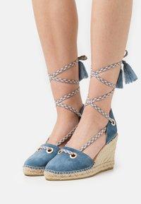 Macarena - CARLA 17 - Sandály na platformě - jeans - 0