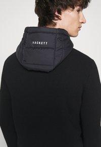 Hackett Aston Martin Racing - HYPA QUILT - Lehká bunda - black - 3