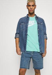 Nike Sportswear - TEE ICON FUTURA - Print T-shirt - tropical twist - 3