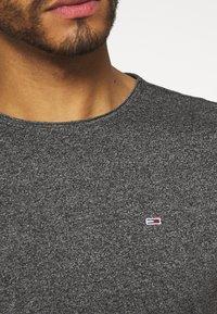 Tommy Jeans - SLIM JASPE C NECK - Basic T-shirt - black - 5