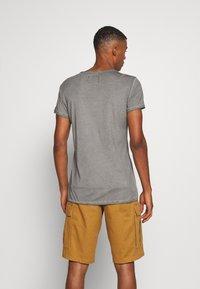 Tigha - EAGLE WREN - Print T-shirt - vintage grey - 2