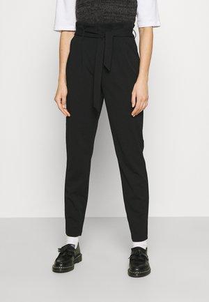 ONLSURI CAROLINA PANT - Pantalones - black