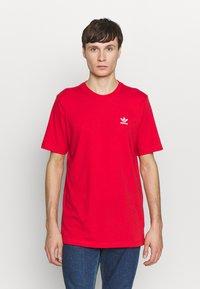 adidas Originals - ESSENTIAL TEE UNISEX - Basic T-shirt - lusred - 0